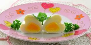 Как приготовить романтический завтрак в День святого Валентина - яйцо в виде сердечка