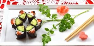 Как приготовить  роллы в виде цветка для романтического ужина ко Дню Всех Влюбленных