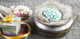 Как сделать мозаичные пасхальные яйца