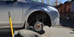 Как сменить колесо
