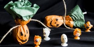 Как украсить леденцы в виде тыквы на Хэллоуин