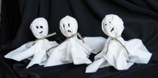 Как украсить леденцы в виде привидений на Хэллоуин