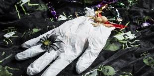 Как сделать руку монстра – перчатку со сладостями на Хэллоуин