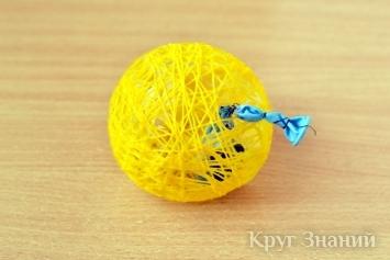 Делаем Новогодние шары из цветных ниток