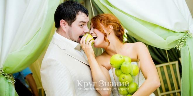 Играют ли свадьбы на яблочный спас